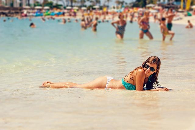 bikini-1661772_640