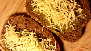 tosti pesto met kaas en ham