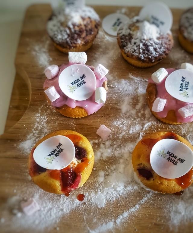 Vrolijke Muffins voorzien van mijn eigen Eetbare Logo