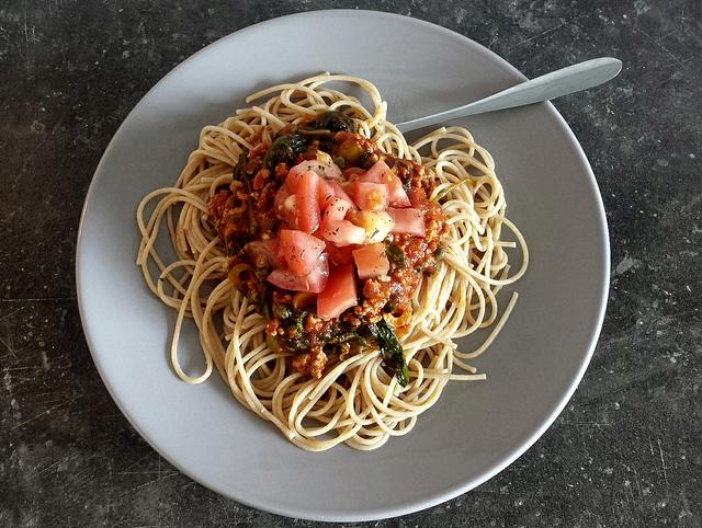 Spaghetti met spinazie en olijven