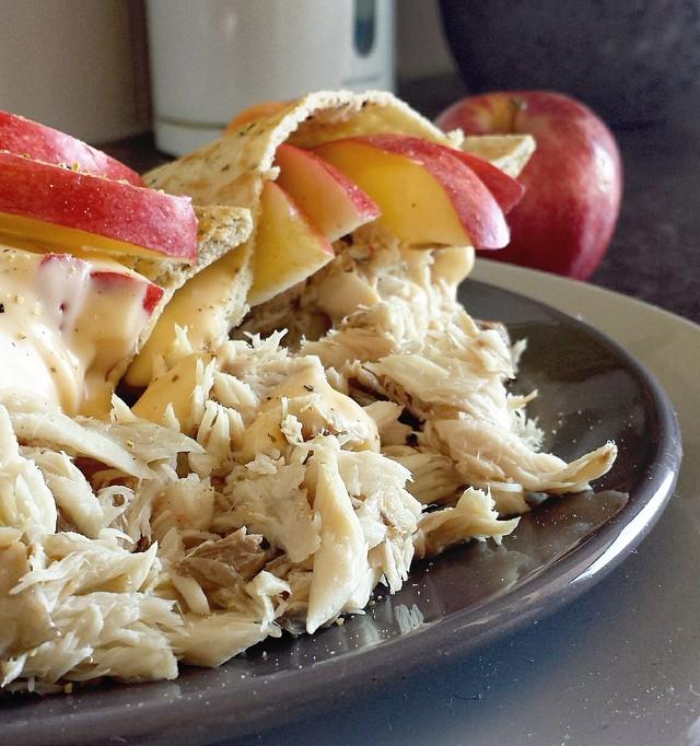 Naanbrood met Makreel en Sinaasappel Chili Dressing